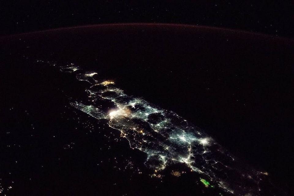 جزيرة جافا من محطة الفضاء الدولية