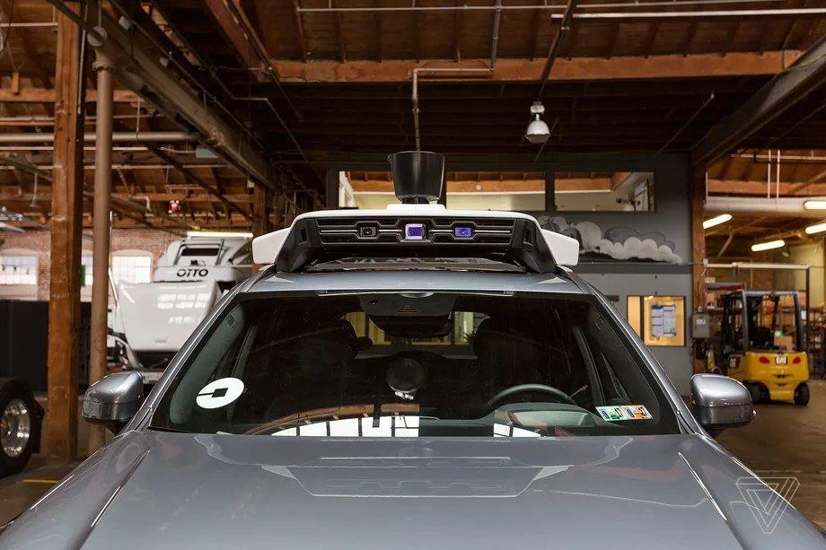 سيارة أوبر ذاتية القيادة تتسبب بوفاة امرأة
