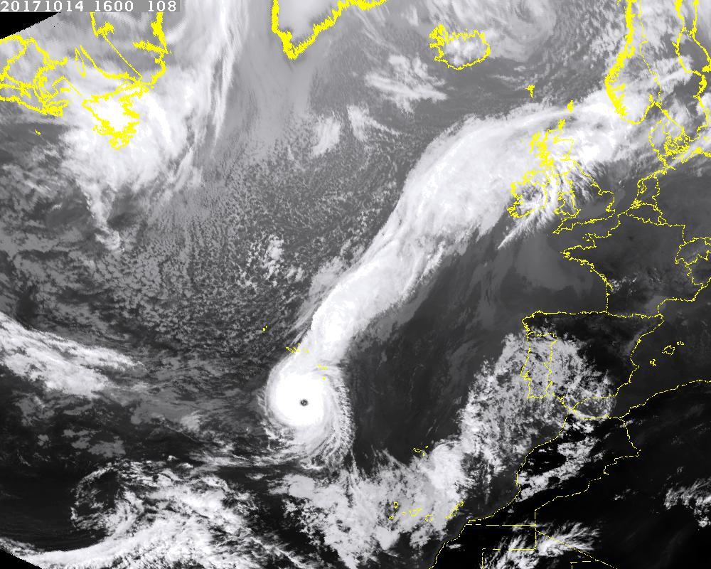 أيرلندا تستعد لما قد يكون أسوأ عاصفة في تاريخها منذ أكثر من نصف قرن