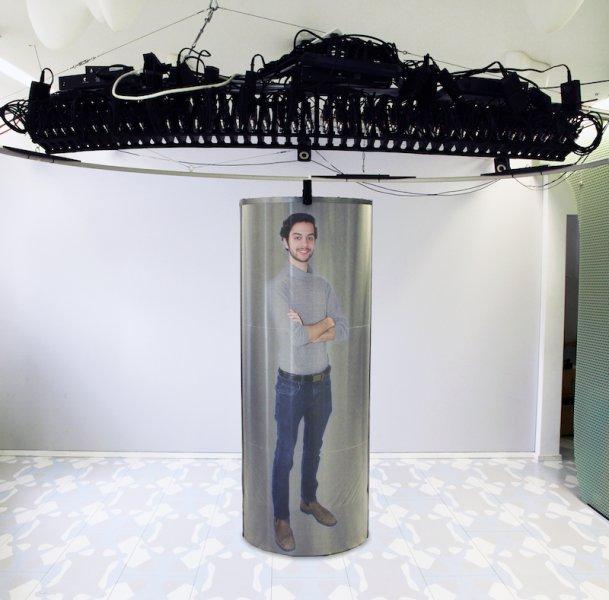 ثورة في المؤتمرات الفديوية باستخدام صور مجسمة ثلاثية الأبعاد بالحجم الطبيعي