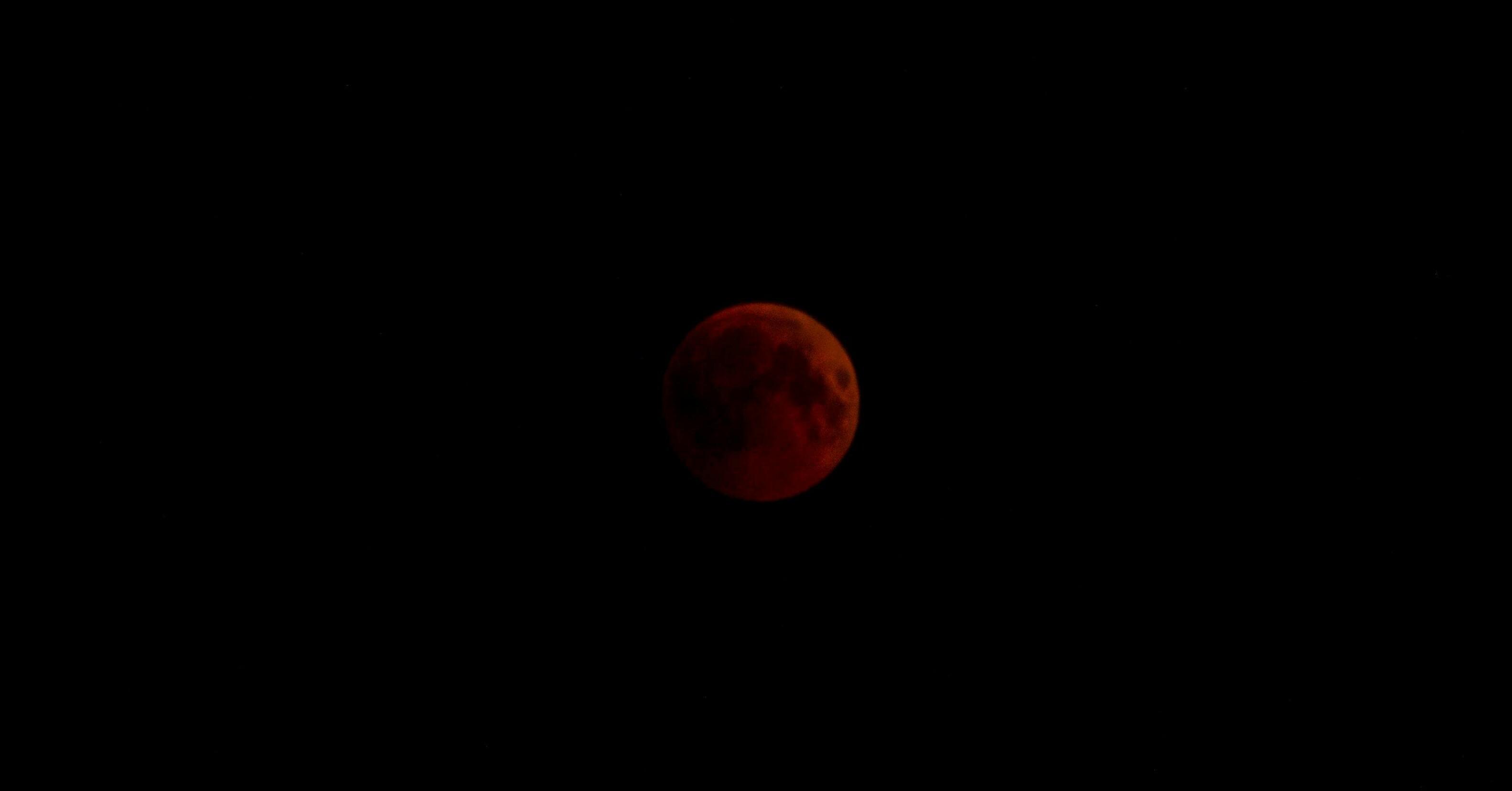 القمر الدموي من اللاذقية