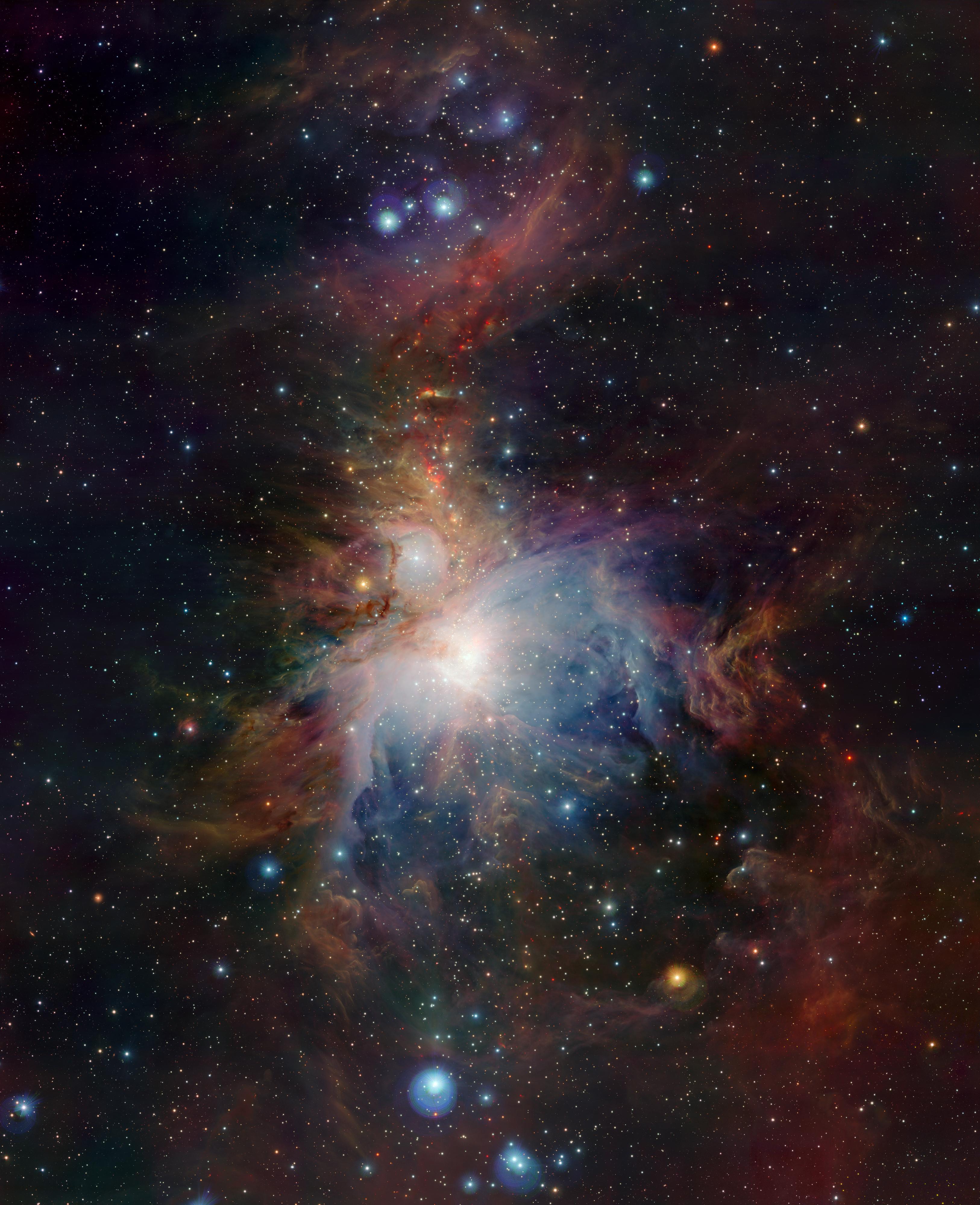 مشهد بالأشعة تحت الحمراء لسديم أورايون مُصور من قبل فيستا