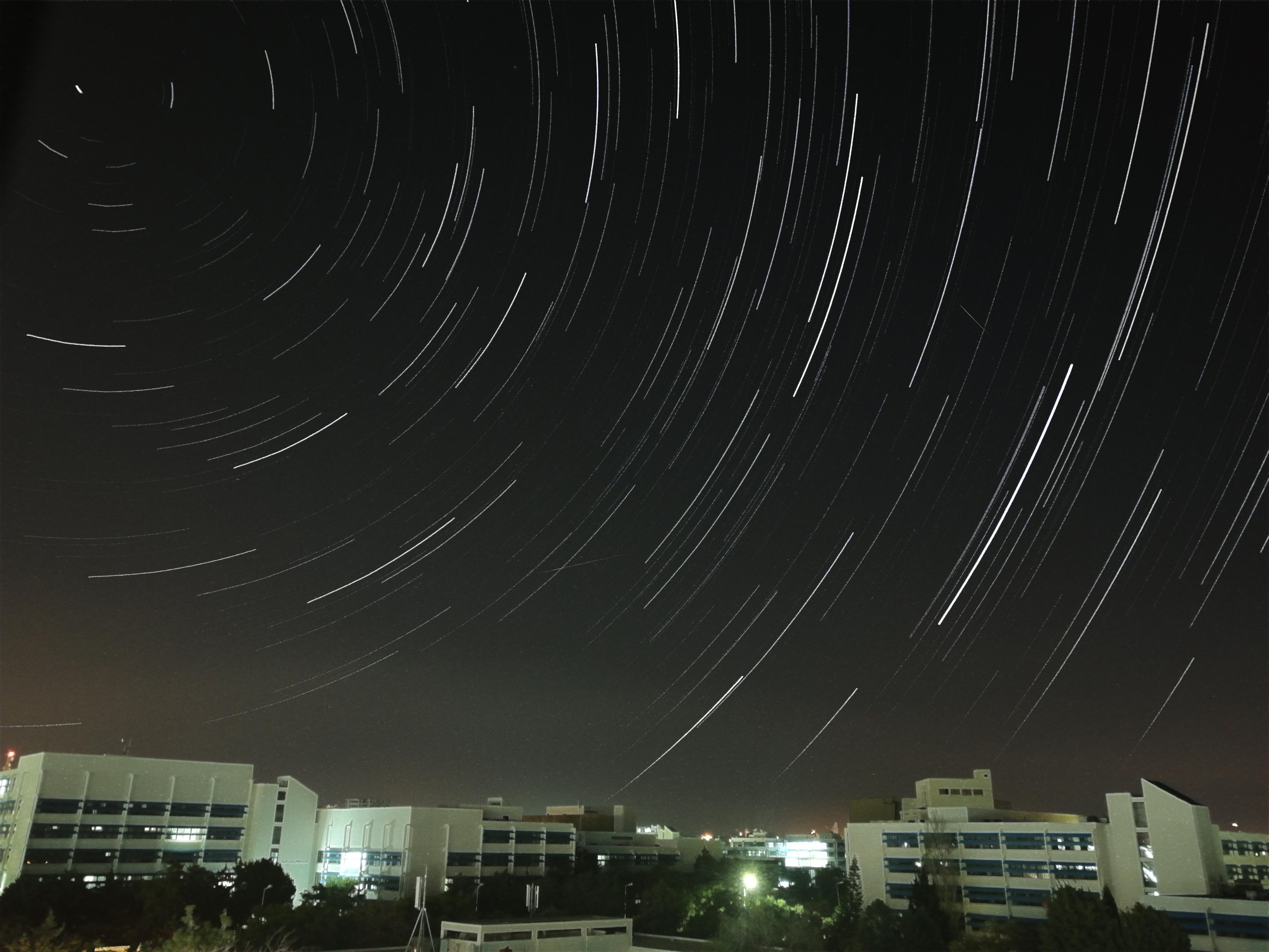 النجوم وشهب القيثاريات من سوريا