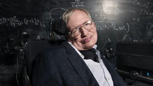 وفاة ستيفن هوكينغ عالم الفيزياء الأشهر عن عمر 76 عاماً