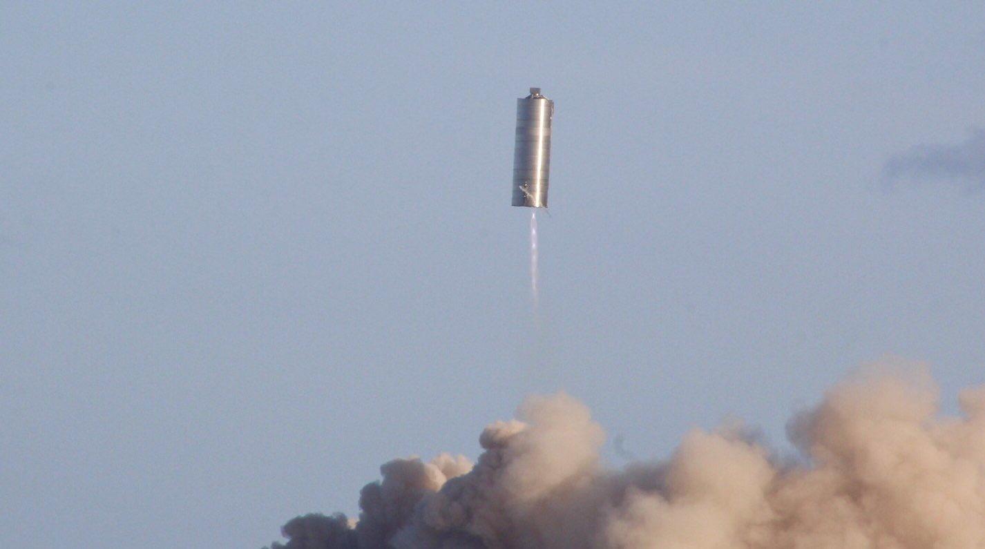نموذج ستارشيب SN5 ينجح بالتحليق إلى ارتفاع 150 متراً في أول رحلةٍ تجريبيةٍ له.