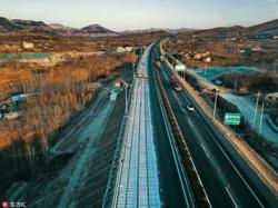 الصين تدشن أول طريقٍ سريع مصمم لتوليد الطاقة الكهربائية