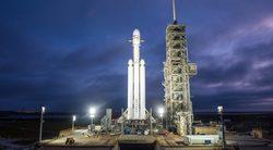 بث مباشر لإطلاق صاروخ فالكون الثقيل التابع لشركة سبيس إكس في رحلته التجريبية الأولى