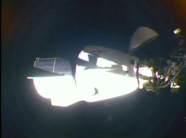 بعد الإطلاق الناجح لمهمة ديمو 2، التحام مركبة كرودراجون بمحطة الفضاء الدولية بنجاح