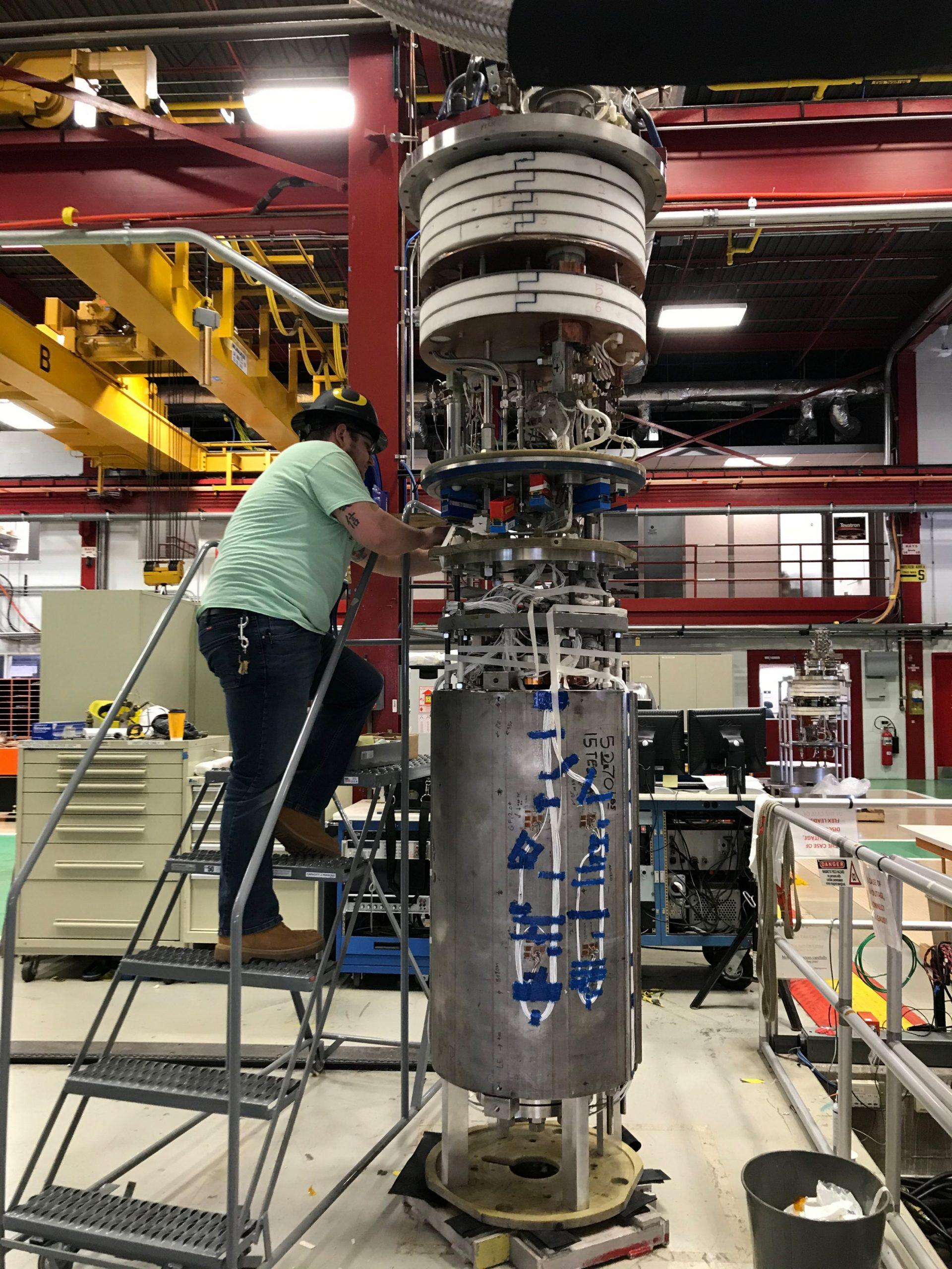 مختبر فيرميلاب يُحقق مجالاً مغناطيسياً بشدة 14.5 تسلا، محطماً بذلك الرقم القياسي العالمي