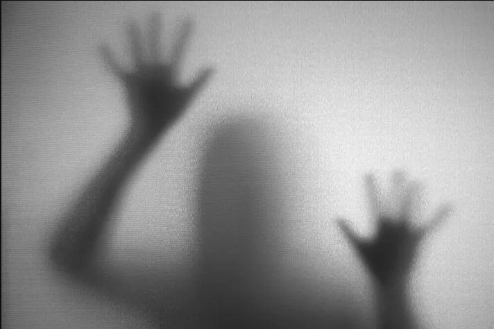 كيف يوهم الدماغ نفسه برؤية الأشباح؟! وهل هناك أسباب أخرى؟
