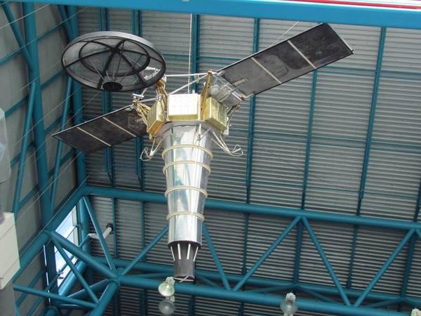 مجسم لمستكشف القمر الروبوتي الذي ساعد في إنجاح مهمات برنامج أبولو