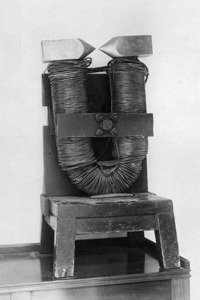 مغناطيس مايكل الكهربائي Stringer/Hulton Archive/Getty Images