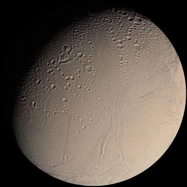 القمر إنسيلادوس (Enceladus)