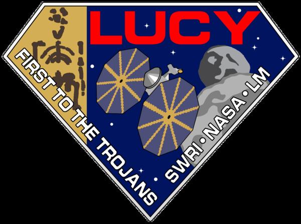 """هذا هو شعار مهمة لوسي. يُشير الشكل الماسي للشعار إلى أغنية """"لوسي في السماء مع الماس"""" الخاصة بفرقة البيتلز، بينما يُمثل الهيكل العظمي على اليسار أحفورة لوسي الشبيهة بالبشر. حقوق الصورة NASA/SwRI"""