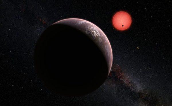 تصور فني يظهر الكواكب الخارجية الثلاثة وهي تدور حول نجم قزم فائق البرودة.