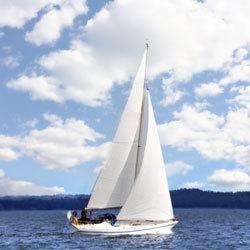 مرحباً... انظر هنا، تجعل الرياح من قاربي يتحرك! البحارون القدماء أول من سخرو الرياح. حقوق الصورة: Hemera/Thinkstock