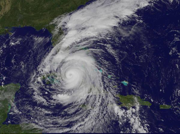 التقطَ القمرُ الصناعي نوا غوز إيست NOAA GOES East هذه الصورةَ المرئية لإعصار إيرما من الفئة 4 يوم السبت 9 أيلول/سبتمبر 2017 الساعة 10:37 صباحا بتوقيت المنطقة الزمنية الشرقية (1437 بالتوقيت العالمي المنسق).