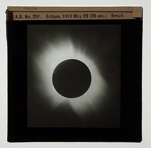 صورة لكسوف الشمس، من سوبرال، التقطت في 29 أيار/مايو، 1919. المرجع: RAS No. 291  حقوق الصورة: Royal Astronomical Society