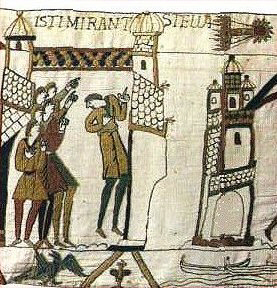جزء من منسوجة بايو يظهر فيها رسمٌ للمذنّب هالي أثناء ظهوره عام1066. Credit: Public domain