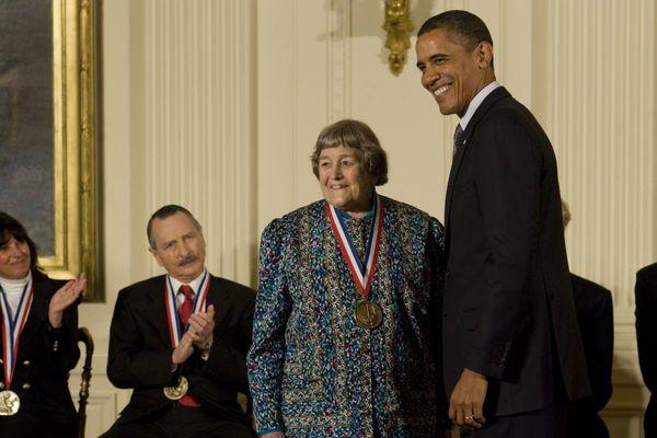 إيفون بريل مع الرئيس الأمريكي السابق باراك أوباما