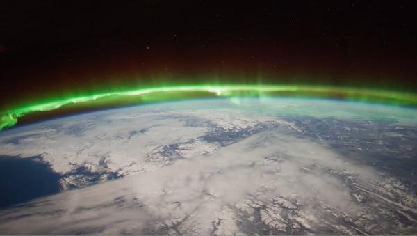 صورة من الفضاء للشفق القطبي، الظاهرة التي تحدث في الأيونوسفير. حقوق الصورة: NASA