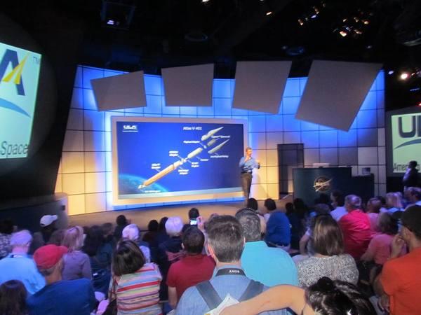 محاضرة علمية تشرح مراحل الهبوط على الكوكب الأحمر