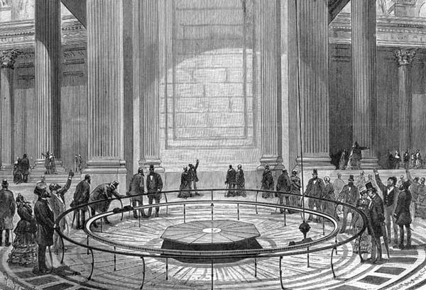 بندول فوكو Foucault pendulum في بانثيون في باريس، 1851. الطول 220 قدمًا، الوزن 62 باوندًا.