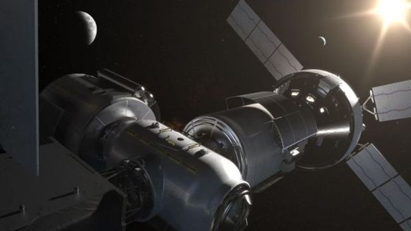 تعمل ناسا على إنشاء مكان ملائم للسكن في عمق الفضاء، حول القمر، يدعى البوابة القمرية Lunar Gateway ،هة مقبلة لرواد الفضاء. ستكون محطة الفضاء المصغرة هذه نقطة توقف للمهمات المستقبلية إلى القمر وأبعد. (المصدر:ناسا)
