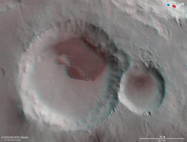 حفرة مليئة بالكثبان الرملية بصورةٍ ثلاثية الأبعاد