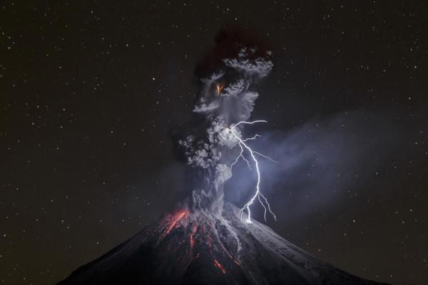 بركان كوليما في المكسيك
