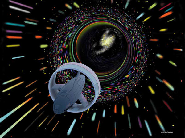 صورة فنية لمركبة فضائية افتراضية يمكن استخدامها في السفر من خلال الثقب الدودي