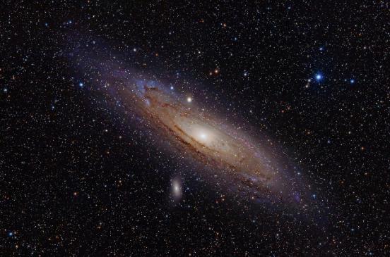 مجرة المرأة المسلسلة، وهي تشبه قليلاً مجرتنا درب التبانة