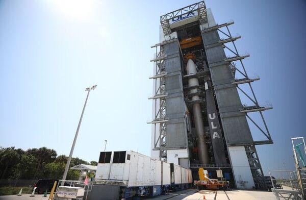 صاروخ أطلس في الذي سيطلق مهمة X-37B القادمة وهي مخزنة في محطة القوات الجوية بكيايب كانافيرال في فلوريدا. حقوق الصورة: United Launch Alliance