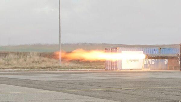 تختبرُ شركة هيلمبلس الألمانية لصناعة الصواريخ محركها الصاروخي الجديد في مركز شيتلاند الفضائي. حقوق الصورة: Shetland Space Centre.
