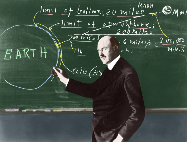 صورة ملونة للدكتور جودارد في جامعة كلارك عام 1924.  حقوق الصورة: ناسا