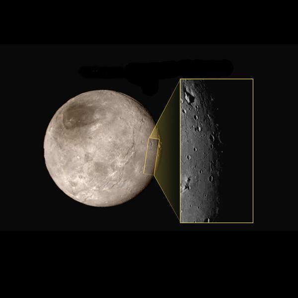 """""""جبلٌ وسط أخدود"""" على القمر شارون – يحتوي أكبر أقمار كوكب بلوتو، وهو القمر شارون Charon، على مَعلمٍ خلاّب هو عبارةٍ عن أخدودٍ (انخفاض) يحتوي في وسطهِ على جبلٍ مُرتفعٍ يُمكن مشاهدته أسفل يسار الصورة الصغيرة. وفي الصورة أيضاً منطقةٌ بطولٍ يصل إلى 200 ميل (300 كيلومتر) من الأعلى إلى الأسفل، إلى جانب بعض الفوهات المرئِية.  حقوق الصورة: NASA-JHUAPL-SwRI"""