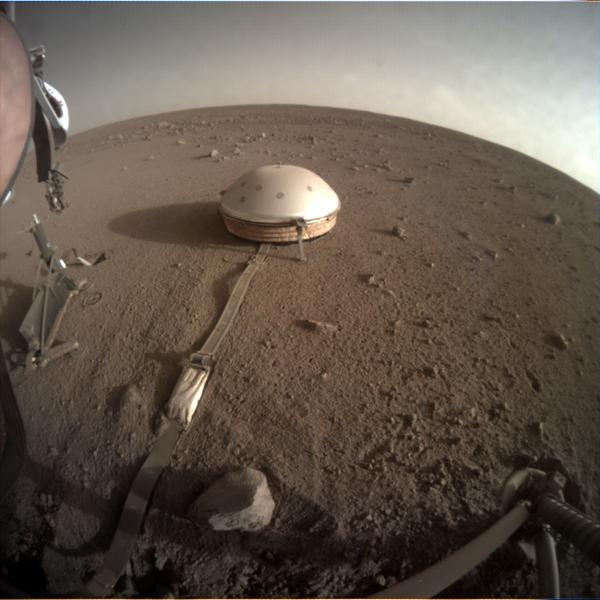 صورة: صورة نهارية التقطت بكاميرا ICCالتابعة لمركبة إنسايت المُثبثة يوم 1 فبراير/شباط 2020 حقوق الصورة تابعة ل: (Image credit: NASA/JPL-Caltech).