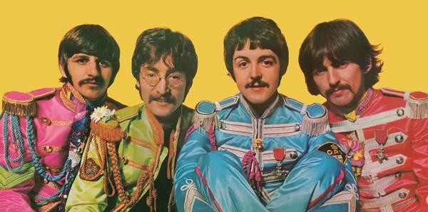 صورةٌ من ألبوم سيرجينت بيبر Sgt. Pepper's Lonely Hearts Club Band لفرقة البيتلز. حقوق الصورة ©Apple Corps Ltd