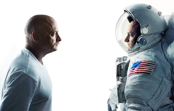 نرى في الصورة رائد الفضاء سكوت كيلي مع أخيه التوأم مارك (وهو رائد فضاء سابق) وهما يشاركان في مجموعة من الاختبارات والفحوص تدعى بـ: أبحاث التوأم.  المصدر: NASA