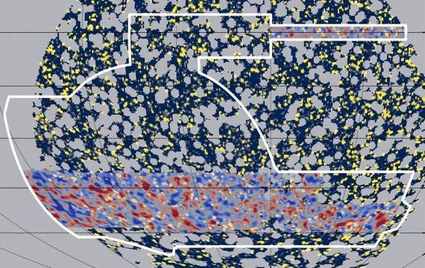 تُظهر هذه الصورة خريطتان أنتجهما الفريق. تتداخل كثافة المادة المظلمة (اللون الأحمر) بشكل مذهل مع مناطق نشاط أشعة غاما العالي (اللون الأصفر). حقوق الصورة: Daniel Gruen/SLAC/Stanford, Chihway Chang/University of Chicago, Alex Drlica-Wagner/Fermilab