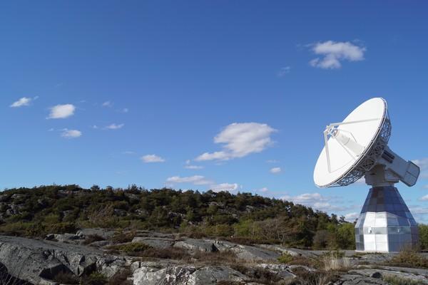 تلسكوب راديوي (أحد التوأمين)