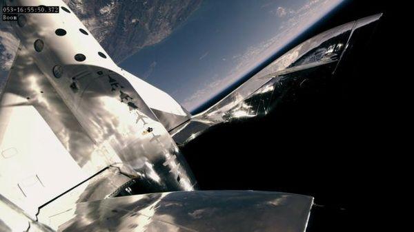 حلق خلال هذه الرحلة الاختبارية الخامسة للشركة التي جرت في 22 فبراير/شباط 2019 الطياران ديف ماكاي ومايكل ماوتشي بمركبة في.إس.سي يونيتي إلى ارتفاع 90 كيلومترٍ تقريباً. حقوق الصورة: Virgin Galactic/Twitter