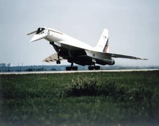 طائرة TU 144-LL تقلع من مركز جوكوفسكي للتطوير الجوي بالقرب من روسيا حقوق الصورة: صور ناسا NASA Photo