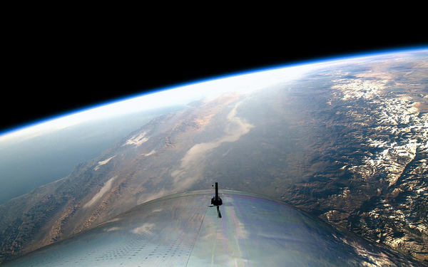 التقطت المركبة الفضائية VSS unity التابعة لشركة فيرجين غالاكتيك صورة لكوكب الأرض وسط ظلمة الفضاء في 13 كانون الأول/ديسمبر 2018. حقوق الصورة: Virgin Galactic