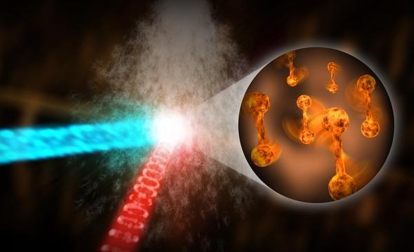 التقط العلماء الصور الأسرع لانحراف الإلكترونات لجزيئات نتروجين دوّارة بأداة SLAC الجديدة لانحراف الإلكترونات فائقة السرعة UED موضّحين إمكانية الأداة في إنتاج أفلام جزيئية حقيقية الزمن. في تجربتهم، رصف العلماء جزيئات النيتروجين، الناتجة عن ارتباط ذرتَي نيتروجين بروابط كيميائية قوية، باستخدام ضوء ليزر (الأحمر)، ثم قاموا بفحص الدوران المتناوب للجزيئات بأخذ لقطات فائقة السرعة بواسطة حزمة من الإلكترونات (الأزرق). (مختبر المسرع الوطني)