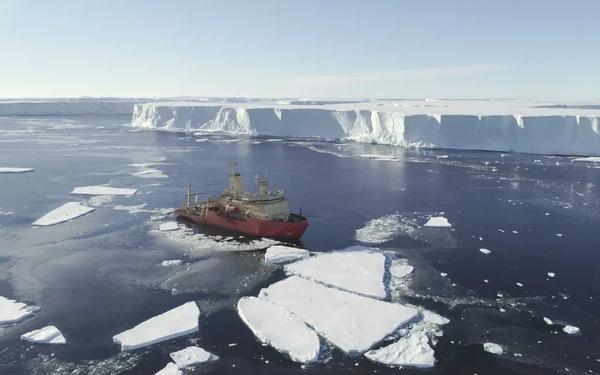 حقوق الصورة: Alex Mazur/British Antarctic Survey