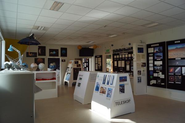 صورة من مدخل المعرض.
