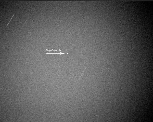صورة التُقطت لمركبة بيبي كولومبو الفضائية أثناء مرورها بجانب الأرض في 10 نيسان/ابريل 2020. حقوق الصورة: Gianluca Masi/Virtual Telescope Project