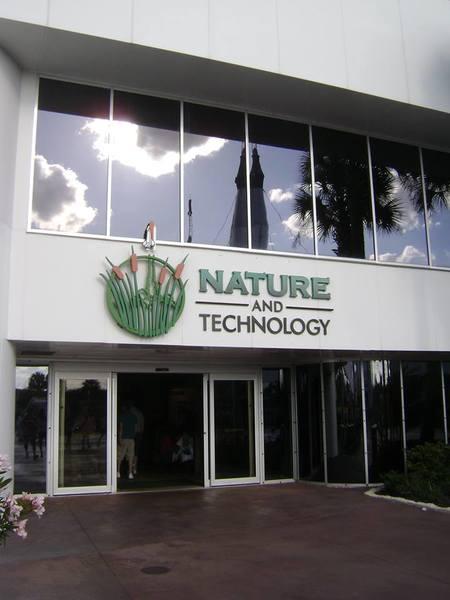 الجناح الخاص بالحياة الطبيعية على أرض مركز كينيدي للفضاء.والذي يجمل اسم الطبيعة والتكنولوجيا Nature and Technology