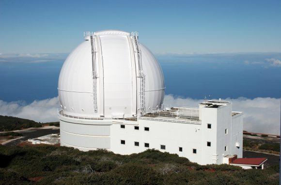 تلسكوب ويليام هرشل وهو جزءٌ من مجموعة تلسكوبات اسحق نيوتن، ويقع في جزر الكناري. حقوق الصورة: ing.iac.es